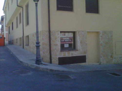 Se Vende Local de 142 m2, Trasteros y Plaza de Garaje en ESPIRDO