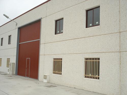 Nave en Hontoria (Segovia). 325 m2 con Oficinas